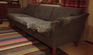 renoverad omklädd giftfri soffa